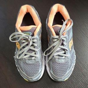 Saucony womens shoes